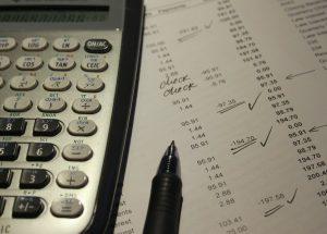 Tischrechner mit Zahlenliste