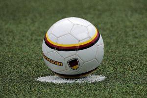 Fußball auf Anstoßpunkt